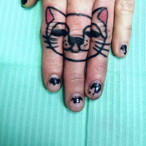 Tatuaggi mano Modena