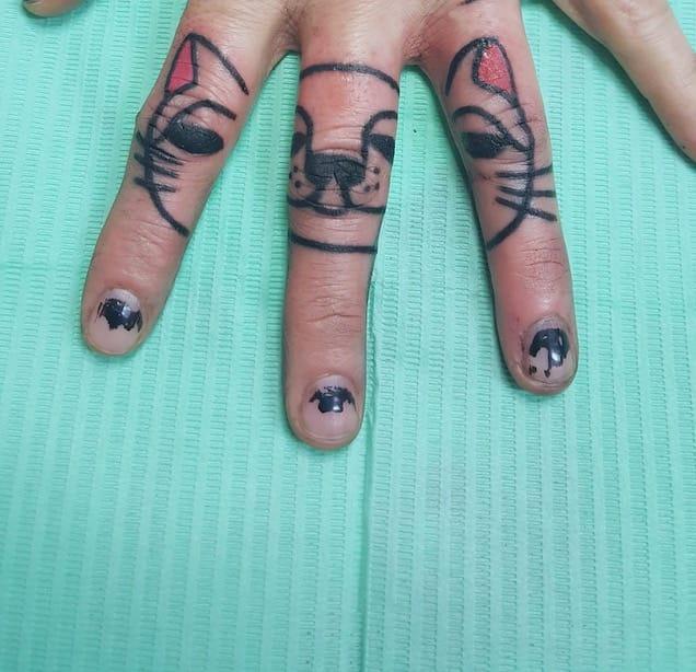 Tatuaggi piccoli su mano Modena