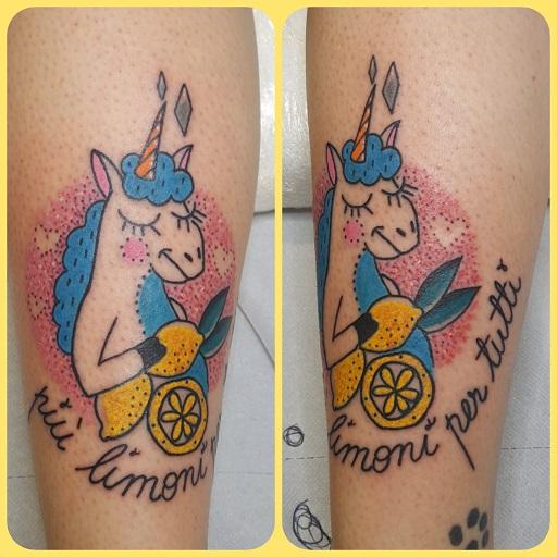 Tatuaggio unicorno colorato